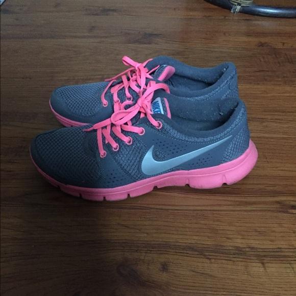 Women's Nike Sneakers Grey & Pink Size 7 7.5